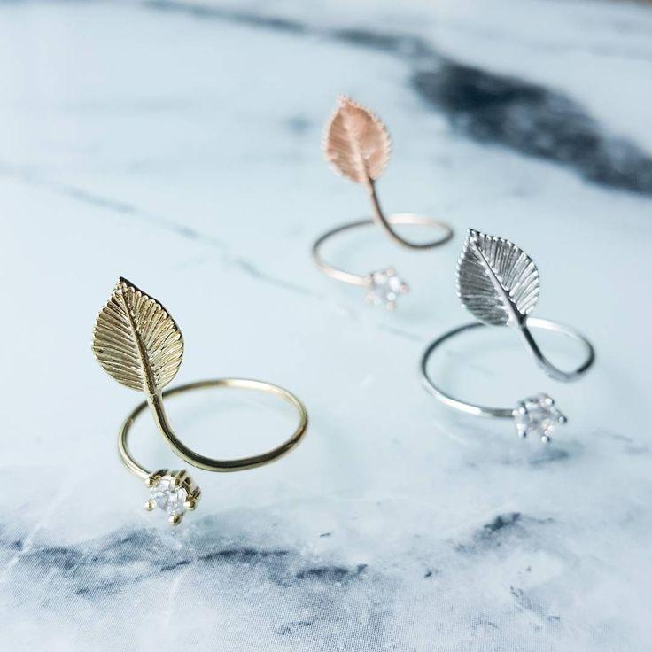 Get our leaf nail/midi ring on Lunapyxis.com! Ref RG43 Retrouvez cette bague de phalange/d'ongle sur Luna Pyxis! Plutôt or, argent, rosegold? Ref RG43 #lunapyxis #bagues #rings