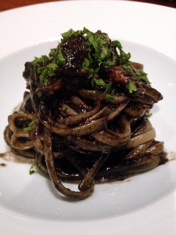 Squid  ink (sepia) spaghetti @ Italian restaurant in Nishiazabu, Tokyo Deliiiiiiiicious!!!! イカスミのパスタ、普通と違うよー美味しい!