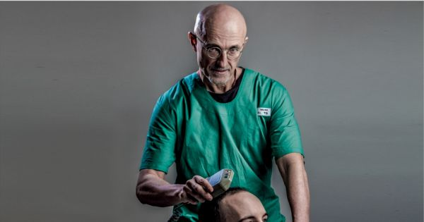 Italian neurosurgeon Dr. Sergio Canavero is firm on his promise to deliver the first human head transplant to the world. He says a Chinese man will be the first patient in 2017, and now all he needs is approval and funding. Other experts are highly skeptical.