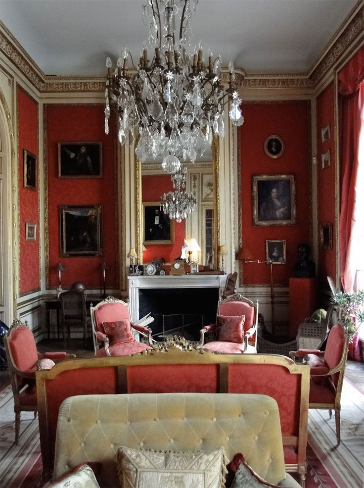red classical interior tufted sofa french furniture crystal chandelier i like pinterest. Black Bedroom Furniture Sets. Home Design Ideas