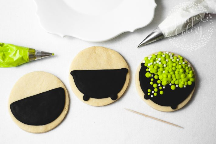 Easy Halloween Cookies: Cauldron Tutorial