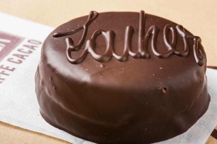 Sacher, la torta al cioccolato con l'albicocca nel cuore.