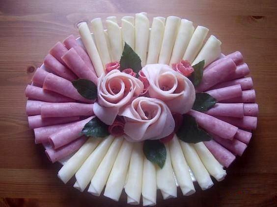 закуска с розой из колбасы
