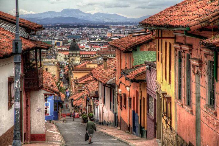 Bogotá, Próspera capital de Colombia, distinguida en el 2013 con el premio Travellers' Choice en la categoría de 25 mejores destinos de Sudamérica.