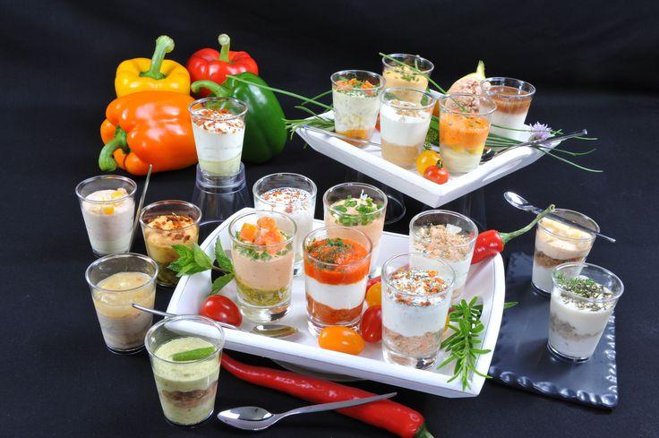 Tartare de saumon et crème fraîche légère, coulis de poivron fromage de chèvre et caviar de tomates, découvrez les délicieuses verrines salées Rolph & Rolph!
