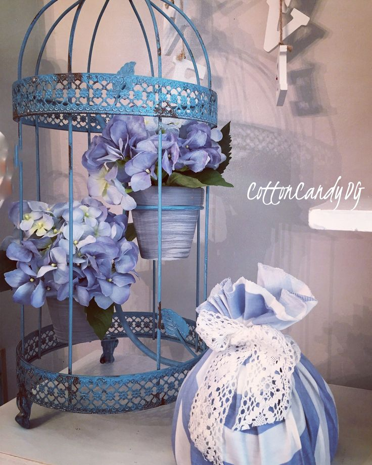 Garden lovers. Birdcage with two pot holders