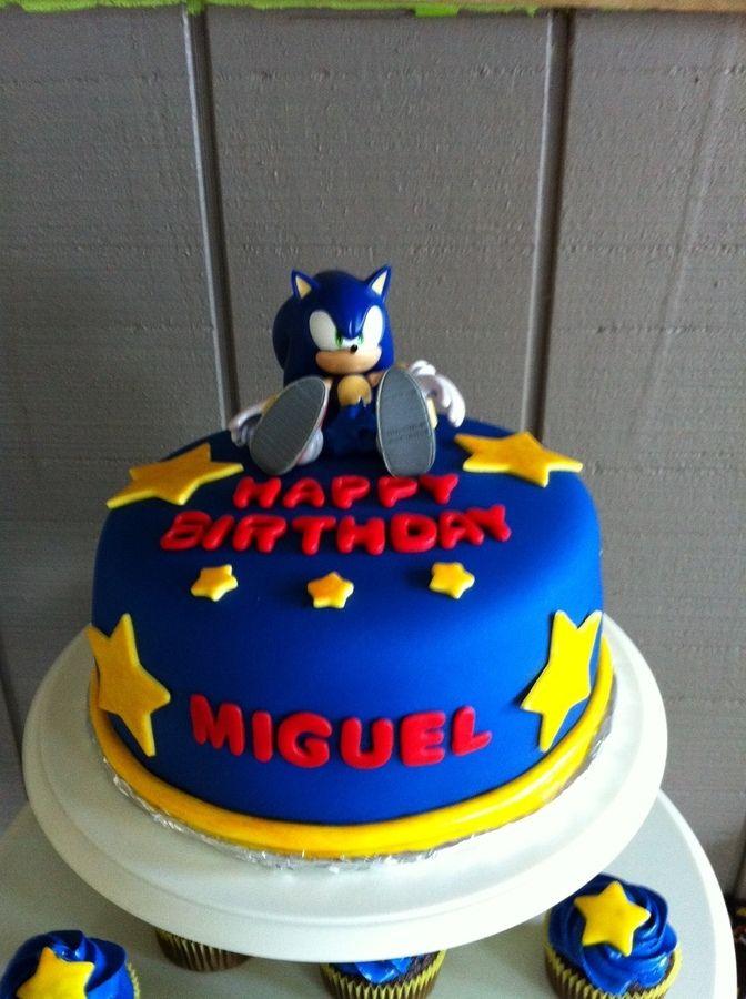 Sonic fondant cake & cupcakes.