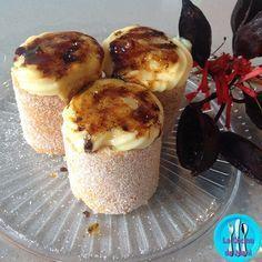 Pionono de Santa Fe, deliciosos cilindros de bizcocho azucarado rellenos y coronados con crema pastelera.
