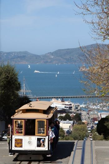 Take a ride on the iconic San Francisco cable car #SanFrancisco #travel #California