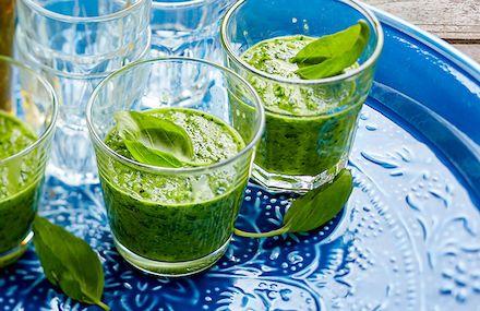 Surata vihersmoothie tai nauti marja- tai hedelmäsmoothie. Smoothiejuoma sopii aamupalaksi, brunssille tai välipalaksi. Vatsaystävälliset ja terveelliset juomat...