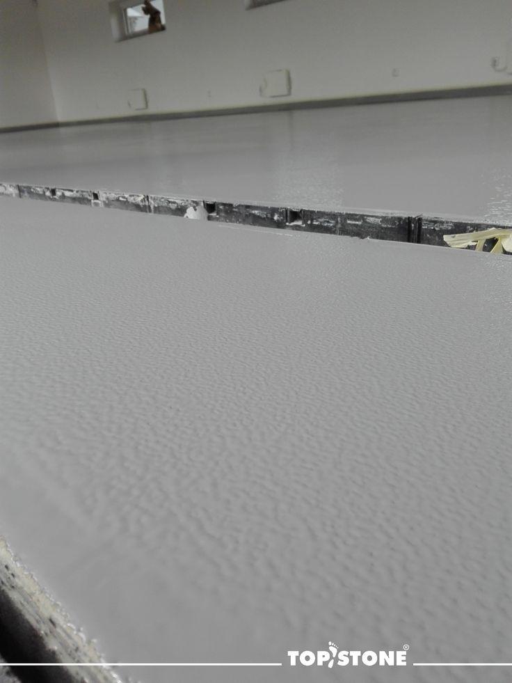 Krásné pondělí...dnes přinášíme přímý detail na strukturovaný povrch - nátěr TopStone EP12 v prostorách v Klimkovicích... více info o materiálu.. https://eshop.topstone.cz/topstone-ep12.html  #topstone #litápodlaha #strukturovanýnátěr #strukturovanýpovrch #kamínkovýkoberec #mramorovýkoberec #hranice #brno #praha #ostrava