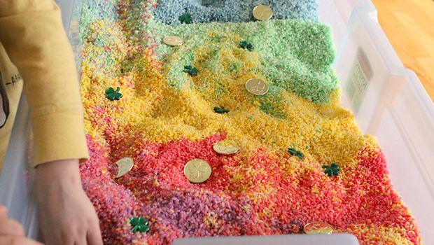 Caja sensorial arcoiris de arroz (3)