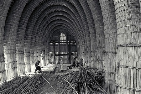 Inside a mudhif or Reed Home in Iraq. Reeds had the same physical properties in the past as they do today, requiring similar innovations for structural soundness. For instance, if arches were made from bundles of fresh reeds, the structure would collapse in short order. For maximum soundness the core of a new arch bundle was made up of reeds taken from an older structure.