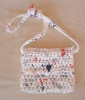 a purse made out of plastic bags...plarn...@Christina Vera you should do this!! (you have to know how to crochet...which we all know i cant)