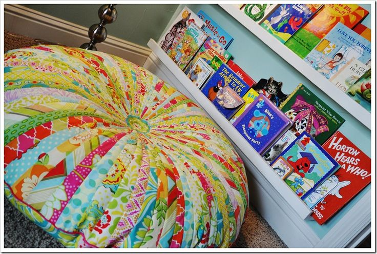 Tutorial for the most adorable floor pouf. I wish I could get it already made! A's room