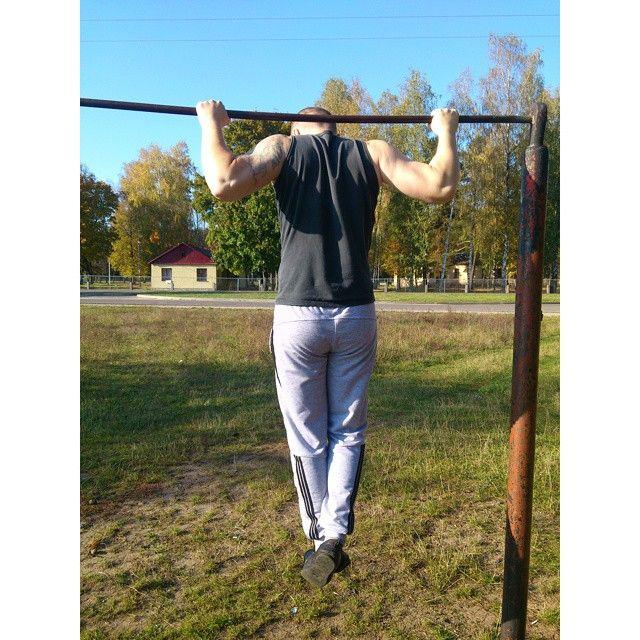 #sibworkout1, «Мое любимое упражнение. Конкурс от @rusdudnik». Когда-то подтягивания недолюбливал - слабые результаты в этом упражнении были. Перед поступлением в кадетский класс пришлось усиленно практиковать подтягивания и за пару месяцев научился подтягиваться 9 раз. И полюбил это упражнение! Максимум, как и в отжиманиях был лет в 20, а сейчас подтягиваюсь раз 15-16, если чисто, или 18-19, если с грязной техникой. Цель - подтянуться минимум 20 раз в конце 100-дневного воркаута 4.0.