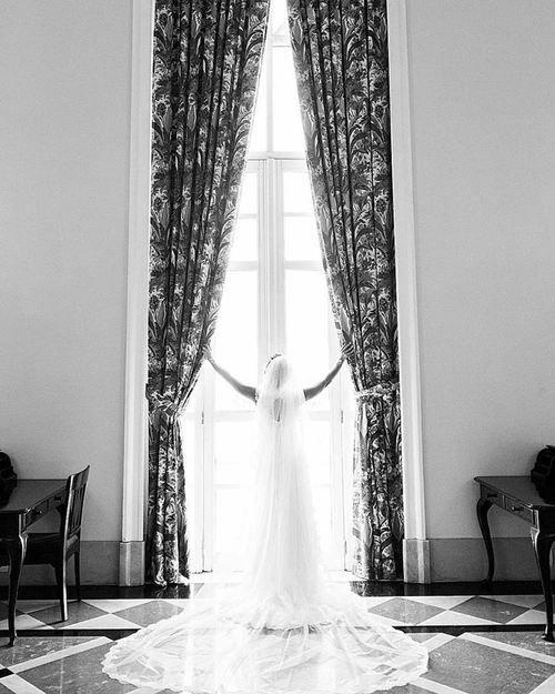 O poder de um véu #ohlindeza #conceptwedding #wedding #casamento #noiva #bride #veuegrinalda #vestidodenoiva #weddingdress #casamentodosdengos
