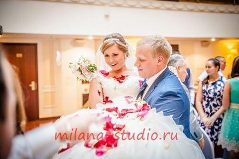 """Незабываемая и искренняя, яркая и душевная свадьба двух по-настоящему влюбленных сердец. Их любовь наполнила весь мир и подарила радость всем нам, воплотившись в очень красивом празднике! Свадьба в отеле """"Бородино"""", ресторан """"Кутузов"""". #студиямилана #свадьба #свадебное #свадебный #свадебные #будуженой #яневеста #сказалада #невеста #свадебноеплатье #яневеста #скорозамуж #свадьба2017 #подготовкаксвадьбе #свадебнаяфотосессия #инстасвадьба #самаякрасиваяневеста #букетневесты #свадебныйбукет…"""