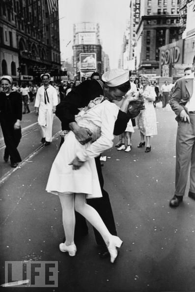 That famous kiss... August 14, 1945 - VJ Day in Times Square (photo by Alfred Eisenstaedt)