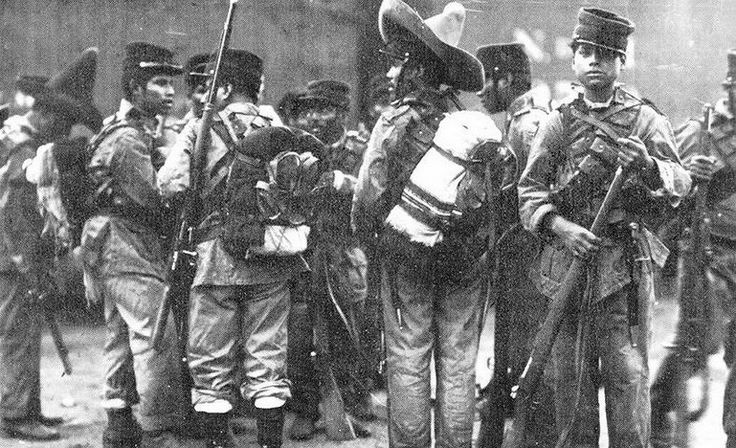"""The Mexican Revolution (Revolución mexicana) 1910 - Federal soldiers waiting to be mobilized. """"The pelones"""" about to go out to battle, young Mexicans loyal to Porfirio Diaz."""