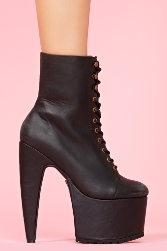 I would b so freakishly tall! I need those so i can finally go on ALL the roller coasters at six flags!