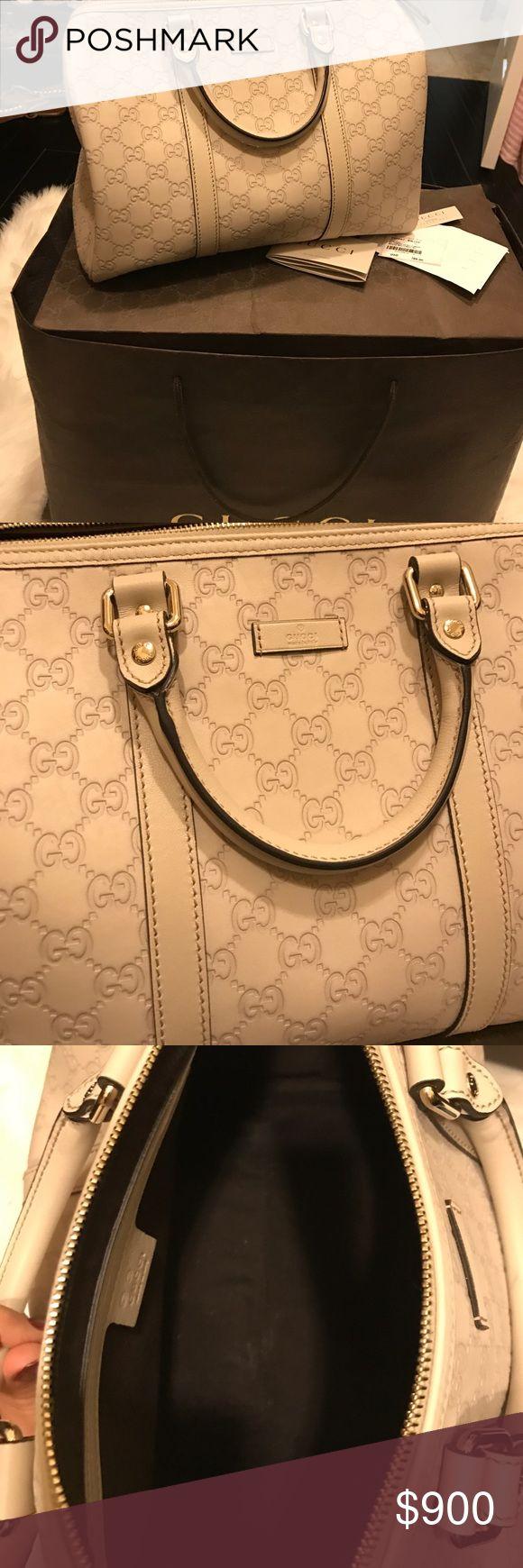 Gucci purse Beautiful Gucci purse perfect size! Gucci Bags Satchels