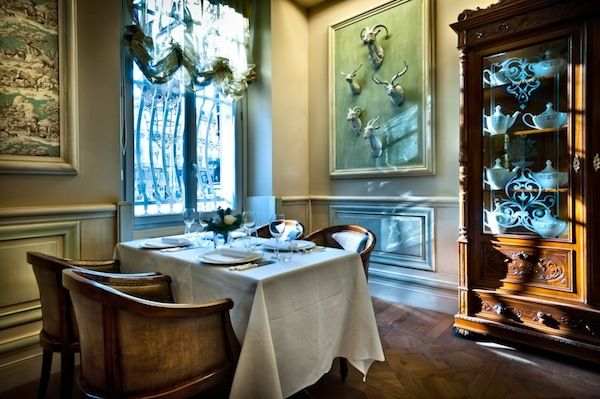 Chateau Montfort, Milan. In collaboration with FZI interiors, Venetasedie made this beautiful chairs. It's all about a project with FZI, a very cool team of designers. Veneta Sedie contract project.