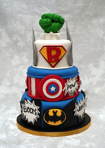 This was an awesome cake until they mixed Marvel with DC!! Biggest pet peeve out there!