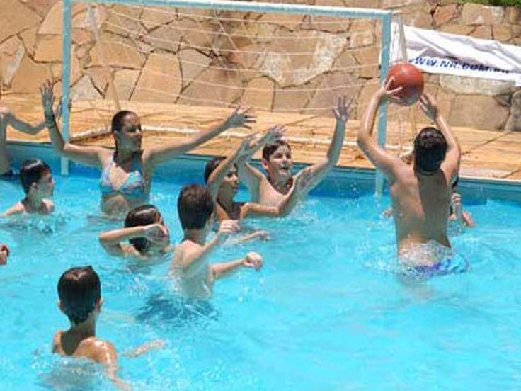 """O Clube Escola Mario Moraes oferece prática aberta de Polo aquático voltada para maiores de sete anos de idade. As atividades acontecem sempre às quartas e sextas, das 8h às 9h e das 10h às 11h. Também de quarta e sexta-feira, mas das 14h às 15h, os exercícios são abertos para o público em geral,...<br /><a class=""""more-link"""" href=""""https://catracalivre.com.br/sp/saude-bem-estar/gratis/polo-aquatico-clube-escola-mario-moraes/"""">Continue lendo »</a>"""