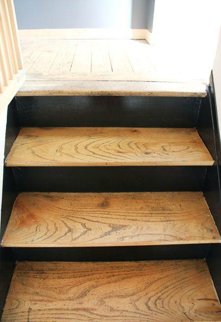 Escalier étage/ / Marches Couleur Bois / / Contremarches Noires / / Côtés Noirs / / Peinture / / Montée Droite entre 2 Murs / /