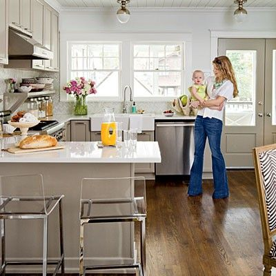 Lucite stools, beautiful greige paint, and classic lightingDecor, Cottages Kitchens, Cabinets Colors, Barstools, S'Mores Bar, Cabinet Colors, Bar Stools, White Cabinets, Snow White