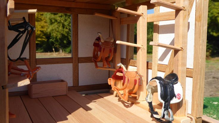 Sattel Regal für Schleich Pferde