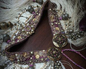 Stammes-Schmelzverfahren Gürtel mit Fringe und Quasten Stammes-Bauchtanz Gürtel Creme lila lila Gold Perle Rand Gürtel Hip Schal Tribal Fusion Kostüm