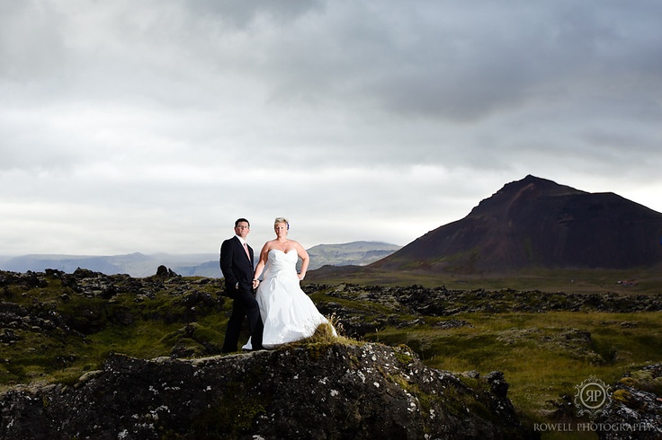 CLICK THIS PIN to see more romantic Honeymoon in Iceland photos. Honeymoon Photography, honeymoon in Iceland, honeymoon photos