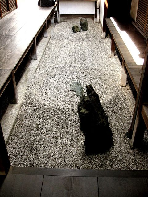 i SO want this rock/zen garden...om