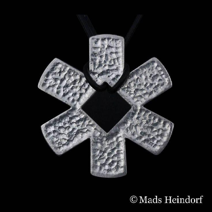 I dag overrækkes denne medalje i forbindelse med Århus pride til en person eller organisation som har gjort noget særligt for LGBT-miljøet i Europas kulturhovedstad 2017  Medaljen er inspireret af Århus prides logo som er et stærkt symbol for mangfoldighed.  #Aarhuspride #Aarhus2017 @aarhuspride #MadsHeindorf