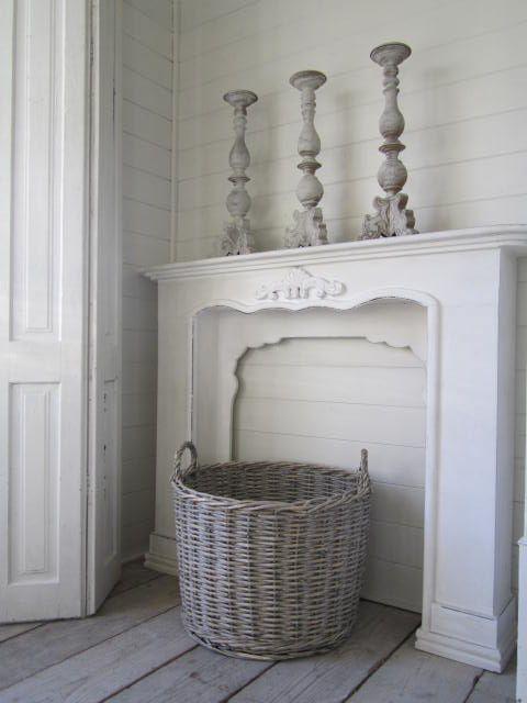 camino finto con candelabri faux mantel ideas. Black Bedroom Furniture Sets. Home Design Ideas