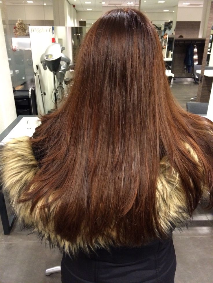 Prachtige warme kleur gezet in lang haar, chocolade bruin/ mahonie van L'Oréal.