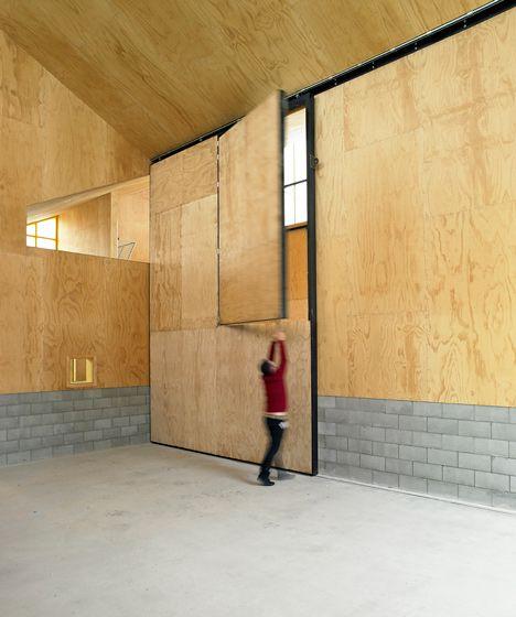 Monk Mackenzie and Glamuzina Patterson create angular giraffe shelter at Auckland Zoo