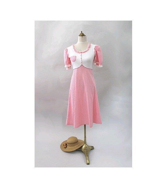 1970 pink gingham Dress kawaii  small by lesclodettes on Etsy https://www.etsy.com/listing/451151842/1970-pink-gingham-dress-kawaii-small