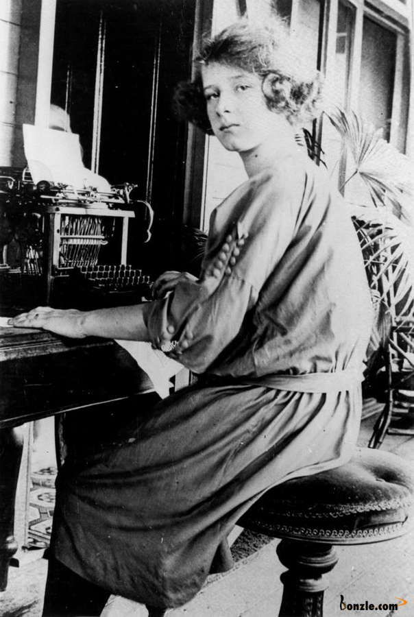 Woman typing on a typewriter, ca. 1915 Qld.