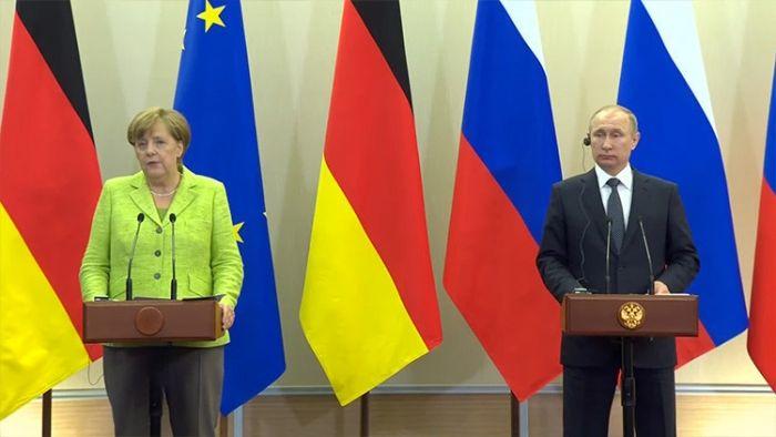 Angela Merkel y Vladimir Putin, en rueda de prensa Sochi