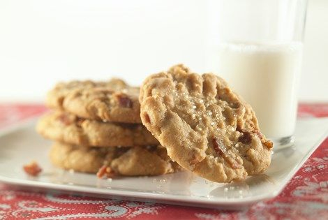 Perfect Peanut Butter Bacon Cookie recipe for grown-ups or for an after-school treat, and it's better than Betty Crocker! Find more recipes at www.eatpork.org.