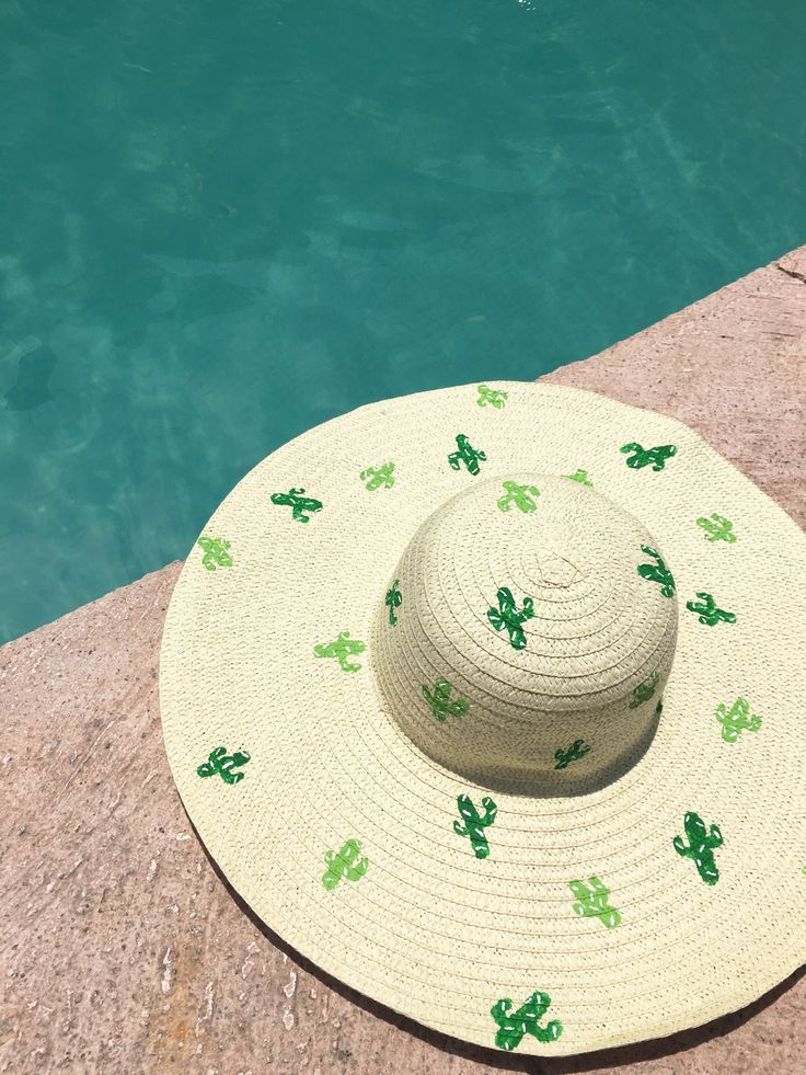 Chapeau soleil cactus. Must make this for me!