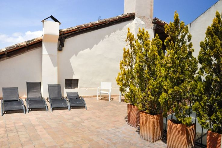 Old town, Palma de Mallorca: Townhouse with large roof terrace in La Lonja