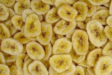 Zelfgemaakte bananenchips uit de oven