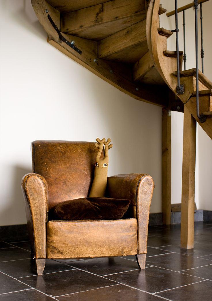 Philibert le Cerf sous l'escalier...
