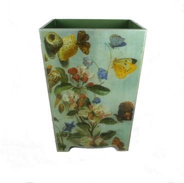 The Country Decoupage bin is a traditional and decorative waste paper bin / waste paper basket that adds a touch of style to any home office or room. Available to buy online.