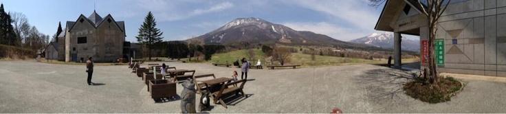 黒姫童話館なう 黒姫山も綺麗だ。ヨーロッパに来たようだ^^
