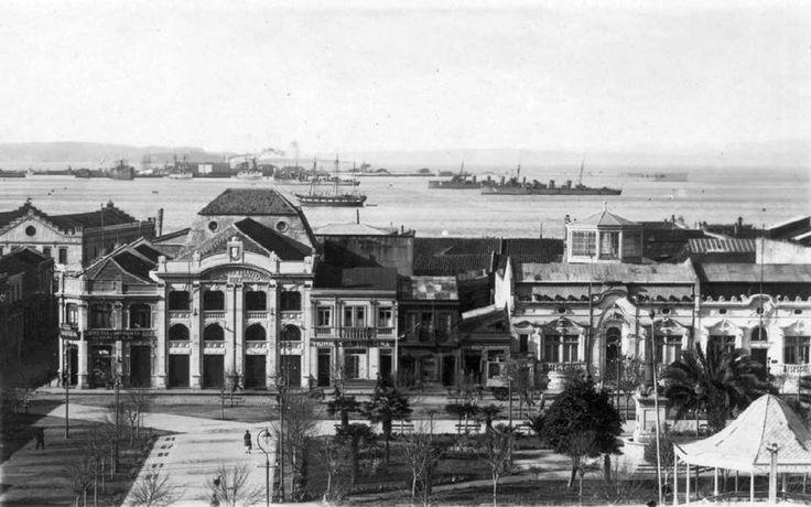 Parte de la Plaza de Armas vista desde Calle Sargento Aldea hacia Aníbal Pinto (anterior al terremoto del 39)